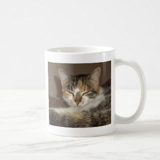 リラックスした子猫 コーヒーマグカップ