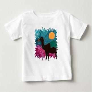 リリーと示されるラクダ ベビーTシャツ