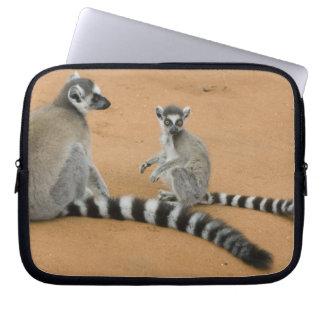 リング後につかれたLemurs、(Lemurのcatta)、Berenty ラップトップスリーブ