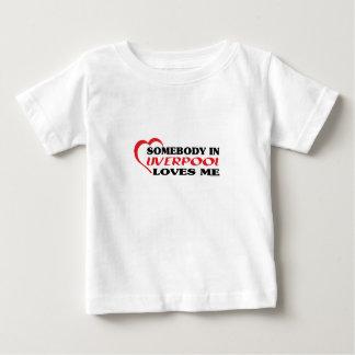 リヴァプールの誰かは私を愛します ベビーTシャツ