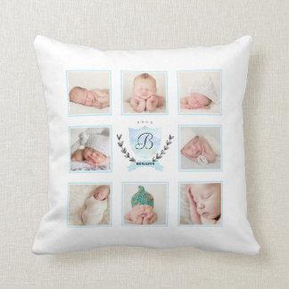 リースが付いている名前入りな男の赤ちゃんの写真のコラージュ クッション
