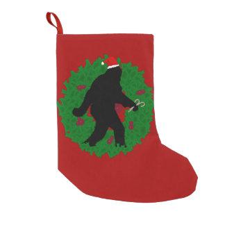 リースとのクリスマスSquatchin スモールクリスマスストッキング