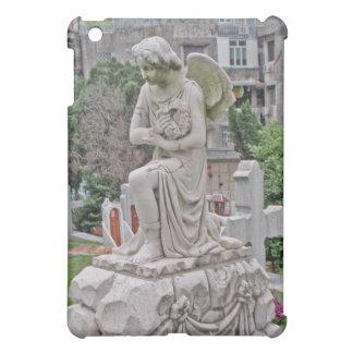 リースを握っているゴシック様式墓石の女性 iPad MINI カバー
