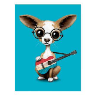 ルクセンブルクの旗のギターを演奏しているチワワの小犬 ポストカード