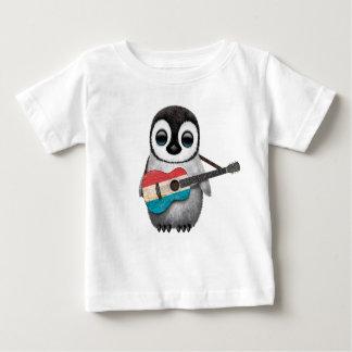 ルクセンブルクの旗のギターを演奏しているベビーのペンギン ベビーTシャツ
