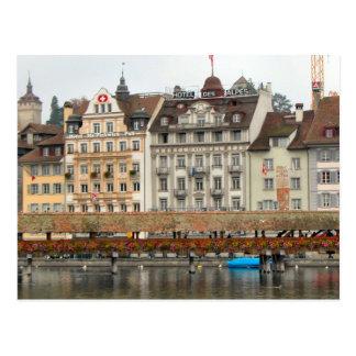 ルツェルンの古い都市-古い橋および水辺地帯の家 ポストカード