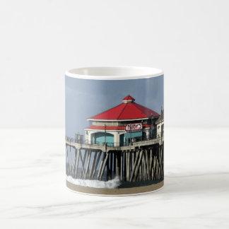 ルビーのダイナー-ハンチングトンビーチ桟橋のコーヒー・マグ コーヒーマグカップ