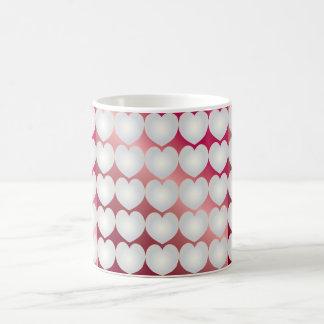 ルビーの背景の真珠のハートの一連 コーヒーマグカップ