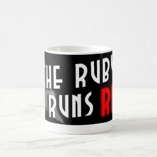 ルビーは赤いロゴのマグを走ります コーヒーマグカップ