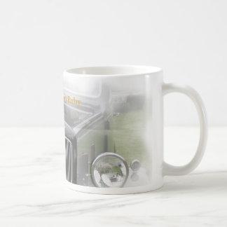 ルビー色のマグの白、オースティン7のルビー コーヒーマグカップ