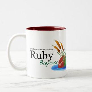 ルビー色のロゴのギア ツートーンマグカップ