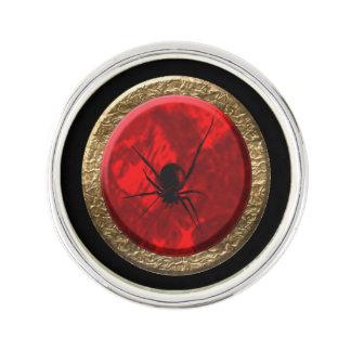 ルビー色の赤および金ゴールドのくもはゴシックの芸術を宝石で飾ります ラペルピン