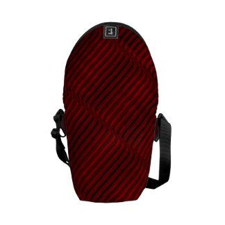 ルビー色の赤くおよび黒いパターン クーリエバッグ