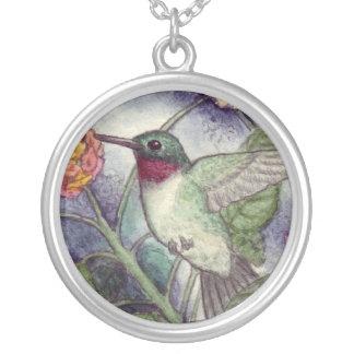 ルビー色のThroatedハチドリのネックレス シルバープレートネックレス