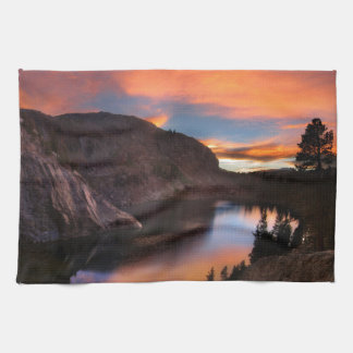 ルビー色湖の日没-ジョンMuirの道-シエラネバダ山脈 キッチンタオル