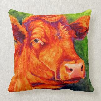 ルビー-赤いアンガスの幸せな雌牛牛枕 クッション