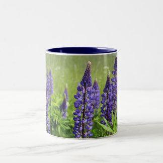 ルピナス属の花 ツートーンマグカップ