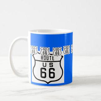 ルート66のヴィンテージのアメリカの交通標識 コーヒーマグカップ