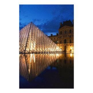 ルーバー博物館、パリ、フランスのピラミッド 便箋