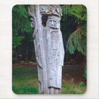 ルーマニアの伝統的な木の彫刻 マウスパッド