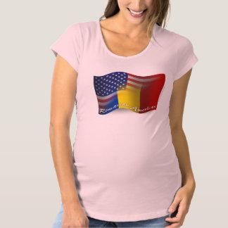 ルーマニアアメリカの振る旗 マタニティTシャツ