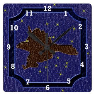 レザールックのネイティブアメリカンの(占星術の)十二宮図の《鳥》ハヤブサ スクエア壁時計