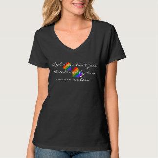 レズビアンのスローガンを用いる2つの虹のハート Tシャツ