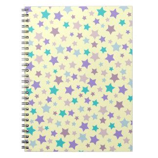 レトロのクリームの紫色のピンクおよびブルースターパターン ノートブック