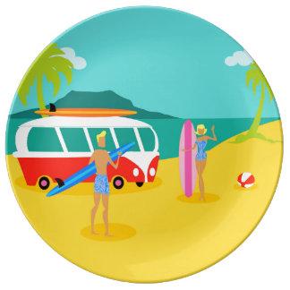レトロのサーファーのカップルの磁器皿 磁器プレート