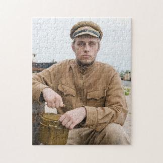 レトロのスタイルの写真のボイラーを持つ兵士 ジグソーパズル