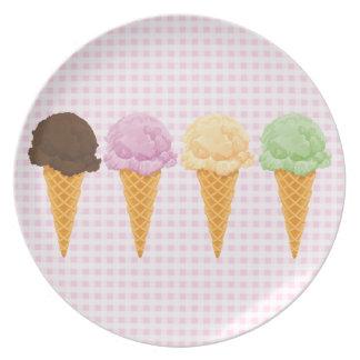 レトロのピンクのギンガムのアイスクリームコーン プレート
