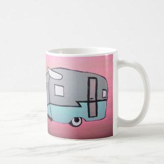 レトロのピンクの気流旅行トレーラーのマグ コーヒーマグカップ
