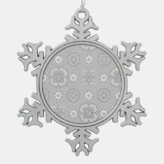 レトロのロカビリーによってはヴィンテージのバンダナの銀が開花します スノーフレークピューターオーナメント
