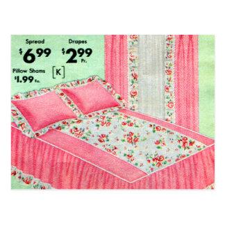 レトロのヴィンテージの低俗なベッドは40s広告のアンサンブルを広げました ポストカード