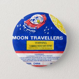レトロのヴィンテージの低俗な花火のロケットの月の旅行者 缶バッジ