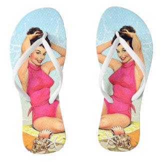 レトロのヴィンテージの女の子-ピンクの水着-ビーチ ビーチサンダル