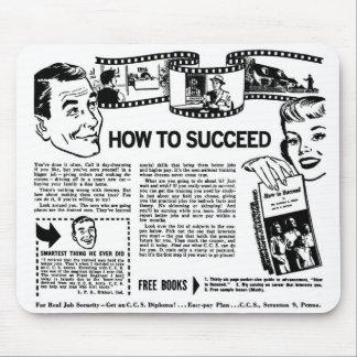 レトロのヴィンテージの駄作は成功する方法を広告のページを捲ります マウスパッド