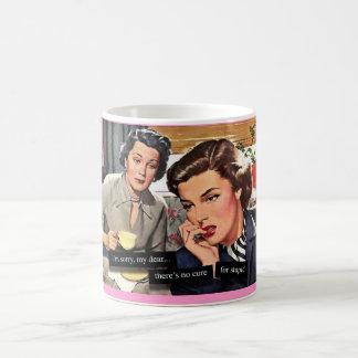 """レトロの主婦""""愚かのための治療無し"""" コーヒーマグカップ"""