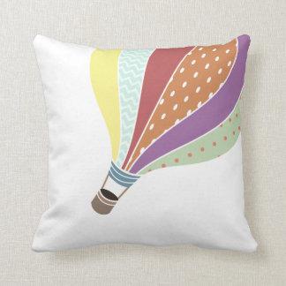 レトロの刺激を受けたな熱気の気球の枕 クッション