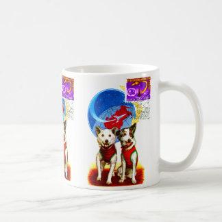 レトロの宇宙時代(犬の宇宙飛行士の60年代ソビエト社会主義共和国連邦) コーヒーマグカップ