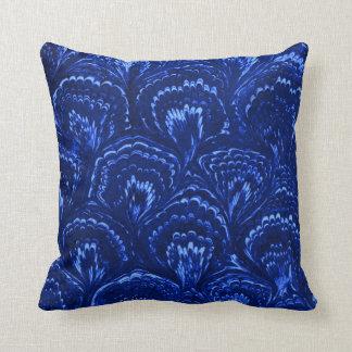 レトロの抽象芸術の渦巻のサファイアの青の装飾用クッション クッション