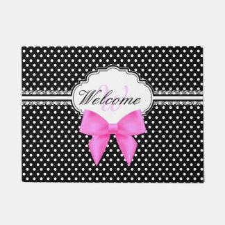 レトロの白黒水玉模様のピンクの弓モノグラム ドアマット