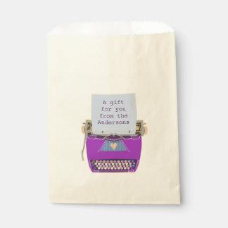 レトロの紫色のタイプライターの世紀半ばのモダンなパーティー フェイバーバッグ