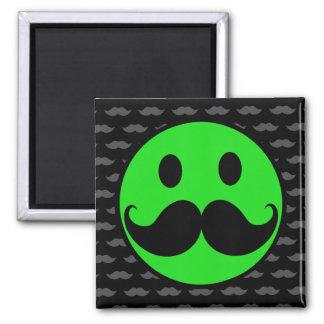 レトロの緑のにこやかな髭の口ひげStache マグネット