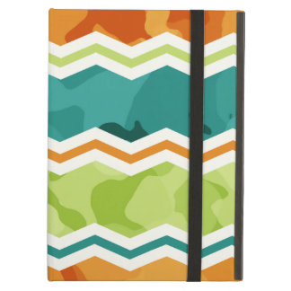 レトロの緑、オレンジ、ティール(緑がかった色)の迷彩柄シェブロン iPad AIRケース