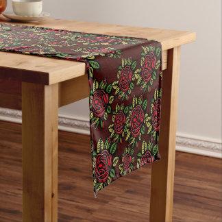 レトロの芸術の赤いバラの多彩でかわいらしいテーブルのランナー ロングテーブルランナー