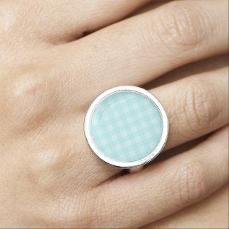 レトロの青いギンガムチェック模様のパターン背景 指輪