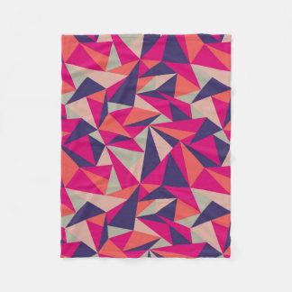 レトロの青いピンクの三角形の幾何学的なフリースブランケット フリースブランケット