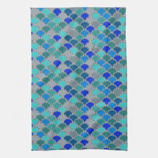 レトロの青緑のティール(緑がかった色)の無彩色スケールパターン キッチンタオル