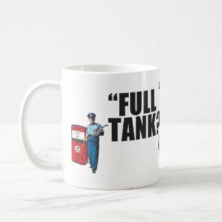 """レトロの50年代の給油所付き添い人: """"完全なタンクか。""""… コーヒーマグカップ"""